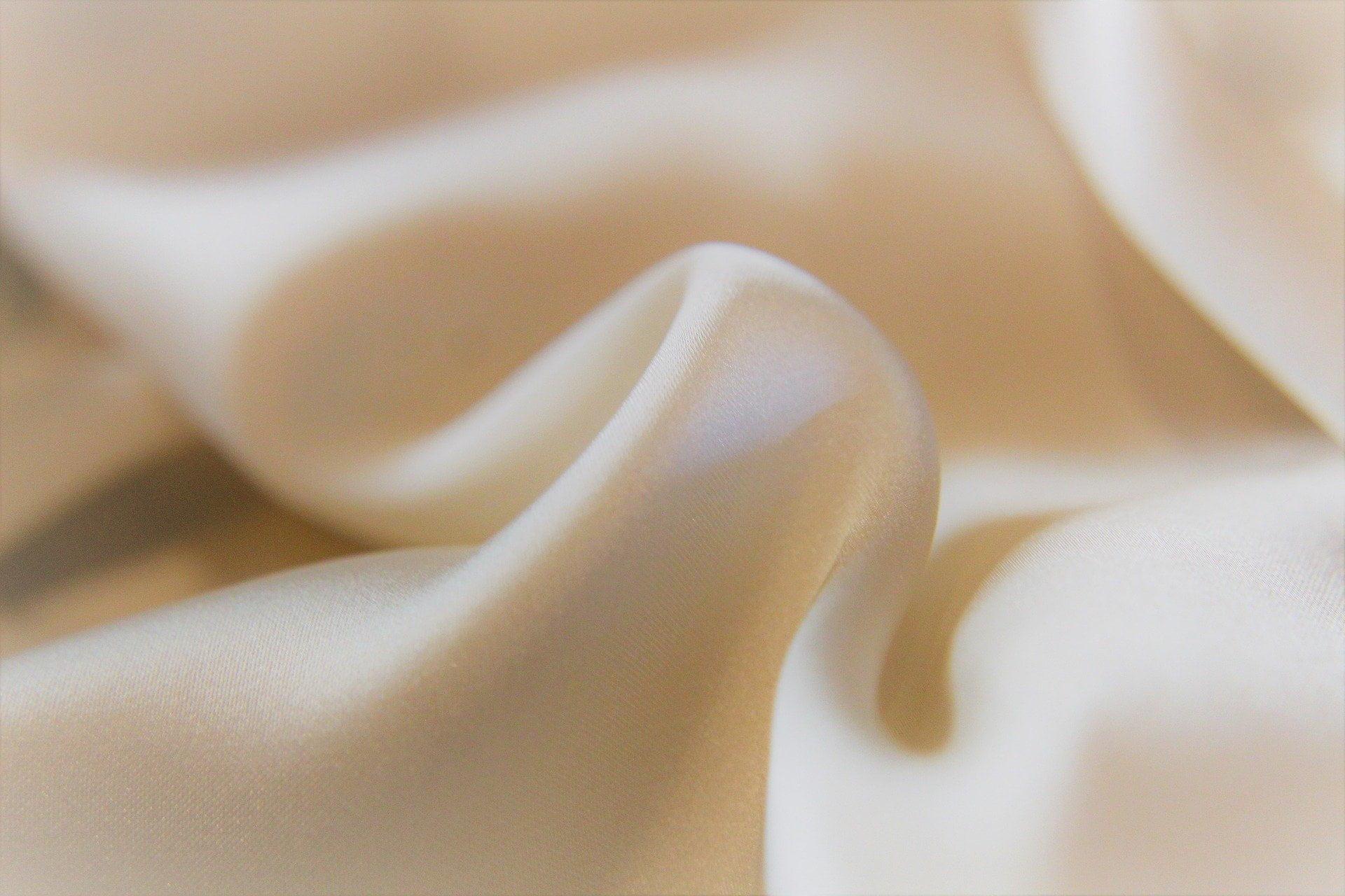 Jedwab naturalny – materiał nie tylko na apaszki