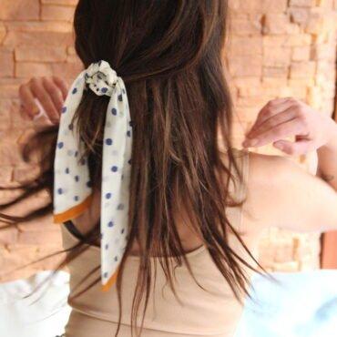 mini szal jako ozdoba do włosów