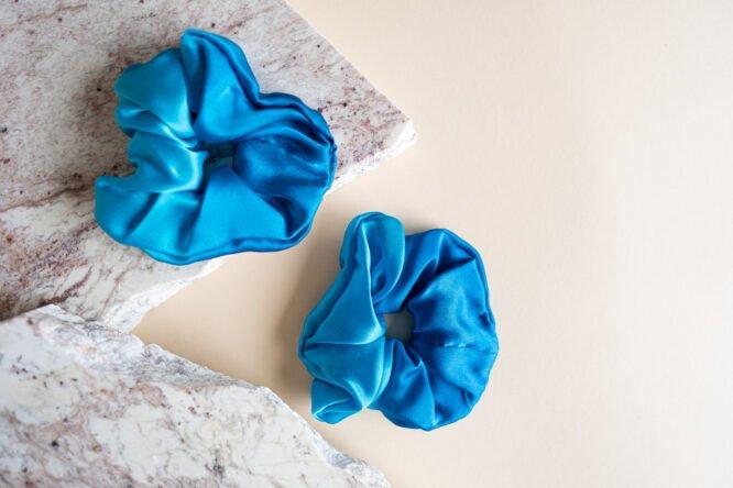 satynowe gumki do włosów niebieskie